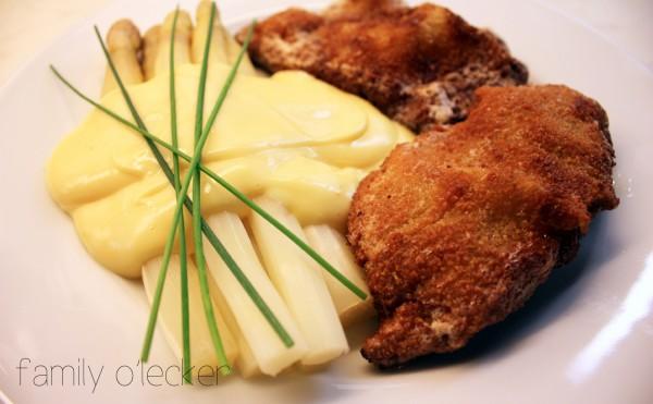 Spargel mit Sauce Hollandaise und Wiener Schnitzel