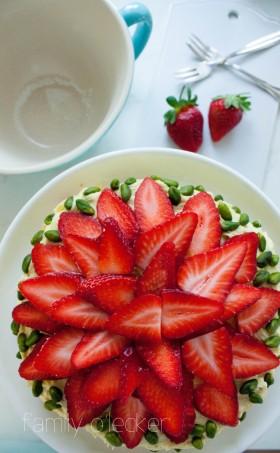 Erdbeer-Pistazien-Buttercreme-Torte