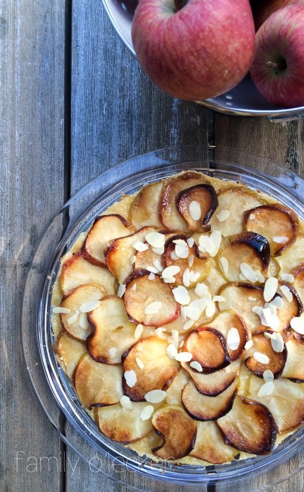Apfel-Knuspertarte mit Mandelblättchen