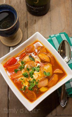 Wurst-Gulasch mit Kartoffeln und Tomaten
