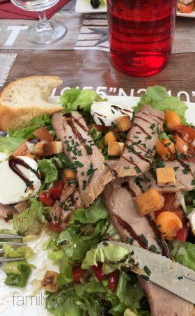 Sommersalat mit Thunfisch und Ziegenkäse
