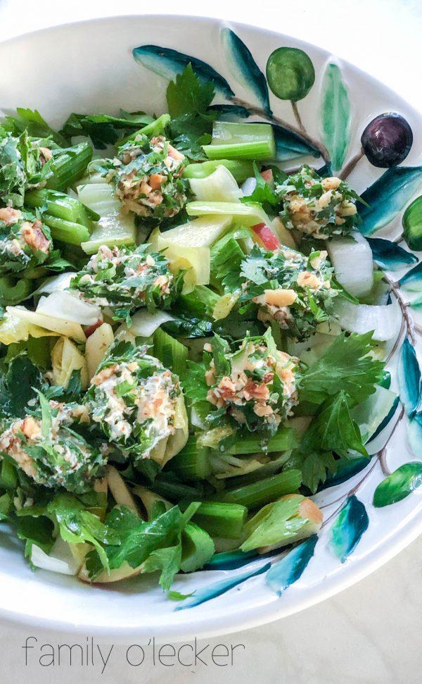 Stangensellerie-Apfel Salat mit Frischkäse