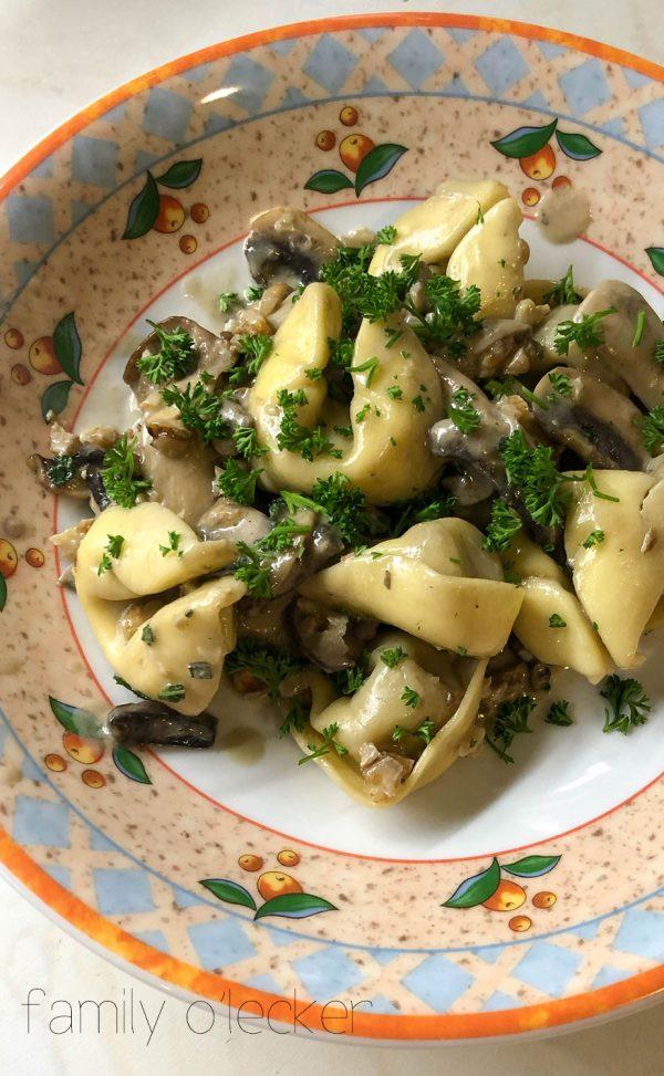 Tortellini mit Pilzen und Walnüssen